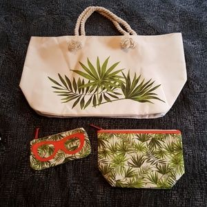 Never Used Large Tote Bag Set with Palm Leaves